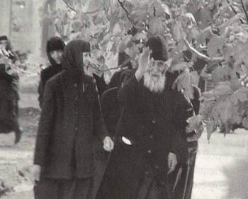 Отец Паисий с сестрами. Фото: Седмица.ру